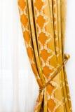 Detalj av gul tappninggardin Fotografering för Bildbyråer