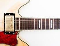 Detalj av halsen för elektrisk gitarr och kropp Royaltyfria Foton