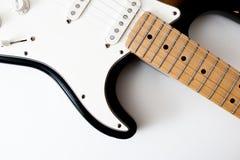 Detalj av halsen för elektrisk gitarr och kropp Arkivbild