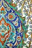 Detalj av handpainted tegelplattor i den Topkapi slotten, Istanbul Arkivbilder