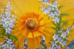 Detalj av hantverkparaplyet med målningdesign Fotografering för Bildbyråer