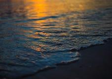 Detalj av havet på solnedgången Arkivfoton
