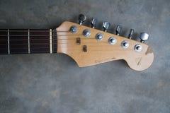 Detalj av headstocken för elektrisk gitarr för tappning Fotografering för Bildbyråer
