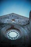 Detalj av inre av den San Galgano abbotskloster, Tuscany arkivbild