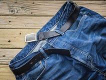 Detalj av jeans med det svarta läderbältet Fotografering för Bildbyråer