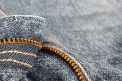 Detalj av jeansblixtlåset Arkivbilder
