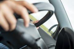 Detalj av körning av en bil royaltyfria foton