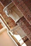 Detalj av klassisk arkitektur i Corinaldo, Marche, Italien Royaltyfri Bild