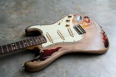 Detalj av kroppen för elektrisk gitarr för tappning Royaltyfri Bild
