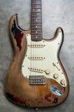 Detalj av kroppen för elektrisk gitarr för tappning Arkivfoto