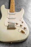 Detalj av kroppen för elektrisk gitarr för tappning Royaltyfria Foton