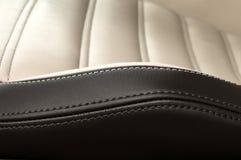 Detalj av läderbilsätet fotografering för bildbyråer