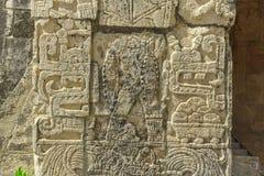 Detalj av Mayainskrifterna av templet av Jaguar #2 arkivbilder