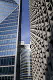 Detalj av moderna byggnader i Paris äganderätt för home tangent för affärsidé som guld- ner skyen till Royaltyfria Bilder