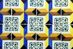 Detalj av några portugistegelplattor (azulejos) royaltyfri foto