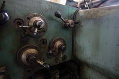 Detalj av några spakar från en gammal printingmaskin Royaltyfria Foton