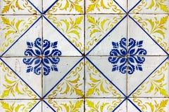 Detalj av några typiska portugisiska tegelplattor royaltyfri bild