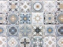 Detalj av några typiska portugisiska tegelplattor arkivbild
