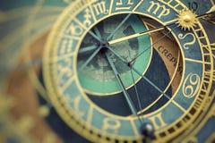 Detalj av Prague den astronomiska klockan Orloj i den gamla staden arkivbilder