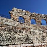 Detalj av sidoväggen av arenan av Verona, Italien forntida roman riuns royaltyfri fotografi