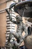 Detalj av sköldpaddan eller sköldpaddaspringbrunnarna i piazza Mattei, Sant `-Angelo discrict, Rome, Lazio, Italien arkivfoton
