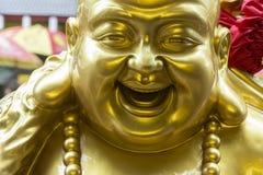 Detalj av skulpturen av fett skratta för Buddha Royaltyfri Foto