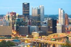 Detalj av skyskrapor på området för central affär i Pittsburgh royaltyfri bild