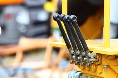 Detalj av spakar på den industriella detaljen för ny traktor Royaltyfri Bild
