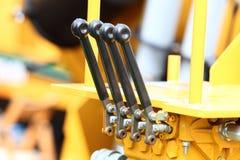 Detalj av spakar på den industriella detaljen för ny traktor Royaltyfri Foto