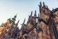 Detalj av St Vitus Cathedral i Prague, Tjeckien Arkivfoton