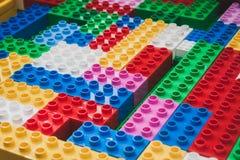 Detalj av tegelstenar på Lego Village i Milan, Italien Arkivbild