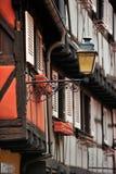 Detalj av timmerramhus i Colmar, Frankrike Arkivbilder