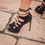 Detalj av utvändiga Cavalli för skor som modeshower bygger för Milans Womens modeveckan 2014 Arkivfoton
