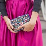 Detalj av utvändiga Jil Sander för påse som modeshower bygger för Milans Womens modeveckan 2014 Arkivfoto