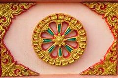 Detalj av väggen på den thailändska templet Hadyai, Songkhla, Thailand Royaltyfria Foton