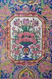 Detalj av vägggarneringen av den Nasir al-Mulk moskén i Shiraz, Iran royaltyfria foton