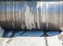 Detalj av vägrullen under asfalt som lappar arbeten Arkivfoto