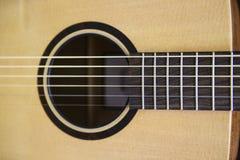 Detalj för akustisk gitarr royaltyfria bilder
