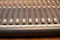 Detalj för musikstudioblandare Arkivfoton