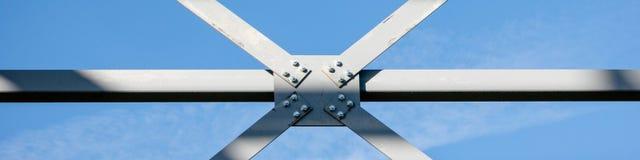 Detalj för skarv för stålram av nybygge i panorama- konstruktion - - rengöringsdukbaner royaltyfria foton
