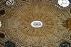 Detalj för tak för Seville domkyrka inre av renässansvalvet royaltyfri bild