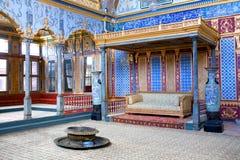 Detalj från avsnitt för harem för biskopsstolrum inre av Topkapi slott I royaltyfri foto
