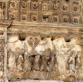 Detalj från båge av Titus i Rome royaltyfri bild