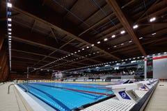 Detalj från den olympiska simbassängdetaljen för öppen luft, startande plac Arkivbild