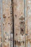 Detalj från en gammal dörr i Aiud, Rumänien Royaltyfri Fotografi