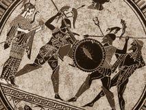 Detalj från en gammal historisk grekisk målarfärg över en maträtt Mytiska hjältar och gudar som slåss på det arkivbild