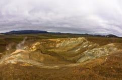 Detalj från Krafla vulkaniskt område med kokande mudpots Royaltyfria Foton