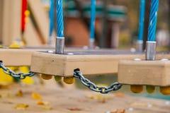 Detalj från lekplatsen som fäster repen på skalet royaltyfri bild