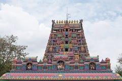 Detalj från templet på Pillaiyarpatti i Tamil Nadu Fotografering för Bildbyråer