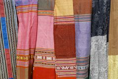 Detalj för textil för dräkt för svarta Miao minoritetkvinnor traditionell Stad av Sapa som är nordvästlig av Vietnam För раÐ'ï  Royaltyfri Fotografi